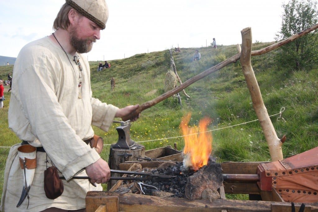 culture of iceland I c e l a n d 0 introduction  the republic of iceland occupies an area of 103,000 km2 in the northern part of the atlantic ocean the population is 270,292 (mid.